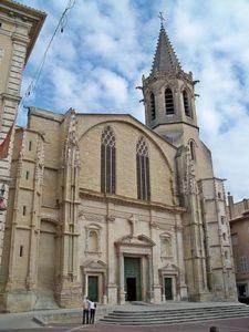 La facciata della cattedrale di Carpentras