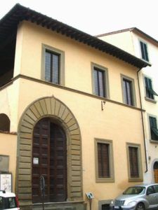 La casa natale del poeta ad Arezzo, in via Borgo dell'Orto 28.